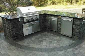 outdoor kitchen designer
